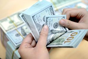 Tỷ giá trung tâm giảm, giá trao đổi USD diễn biến trái chiều