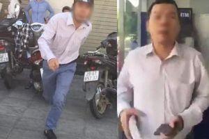 Người đàn ông đánh phụ nữ túi bụi ở cây ATM: Thói côn đồ cũ khó bỏ?