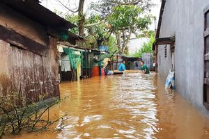 Hàng loạt tuyến đường ở thành phố Bảo Lộc bị ngập sâu sau trận mưa lớn