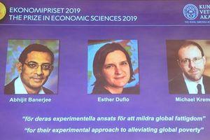 Nobel Kinh tế 2019 vinh danh 3 tác giả của mô hình giảm đói nghèo
