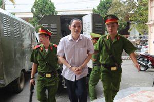 Hai người giữ chìa khóa độc lập, nhưng bị cáo Lương vẫn tiếp cận được bài thi