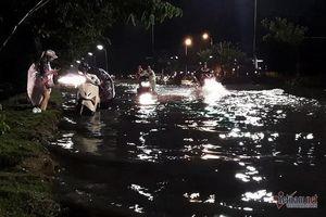 Đường ven biển Đà Nẵng ngập sâu sau mưa lớn