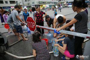 Sợ nước sạch sông Đà ô nhiễm, người dân Linh Đàm chấp nhận mua nước giá cao