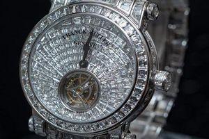Đồng hồ 30 tỷ đồng vừa xuất hiện ở Việt Nam có gì độc?