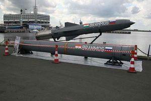 Philippines toan tính gì khi muốn mua tên lửa BrahMos và 'quan tâm' tàu ngầm Scorpene?