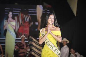 Phương Khánh ghi điểm với tiếng Anh lưu loát ở Miss Earth 2019