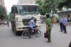Xe chở rác chạy giờ cấm, tông chết bé trai: Không cán bộ nào bị xử lý hình sự