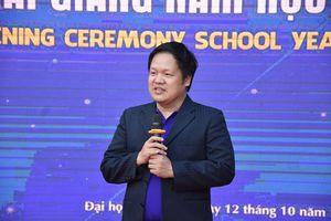 Lễ khai giảng kỳ lạ và tuyên bố 'ngược đời' của Hiệu trưởng Đại học Phú Xuân