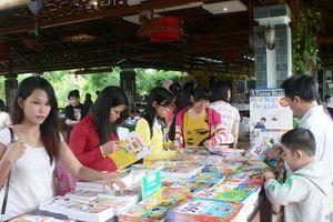 Giảm giá kịch trần tại Tuần sách chào mừng ngày Phụ nữ Việt Nam 20-10
