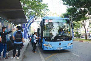 Grab 'chen chân' vào lĩnh vực đặt xe buýt