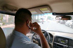 Có nên cấm sử dụng điện thoại khi lái ô tô?
