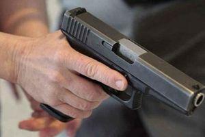 Phó công an xã cầm súng dọa người dân khi làm nhiệm vụ
