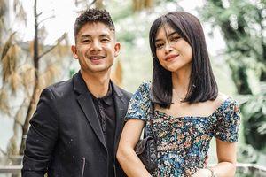 Tiền vệ Indonesia vừa cầu hôn thành công bạn gái có nhan sắc nóng bỏng