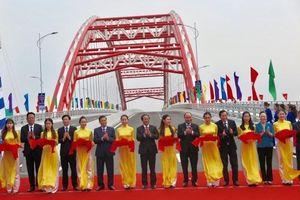 Hải Phòng thông xe kỹ thuật cây cầu hiện đại qua sông Cấm
