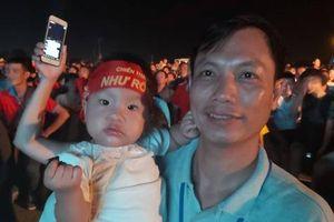 CLIP: Dân Phú Quốc xem trực tiếp trận Việt Nam-Indonesia qua màn hình 'khủng'