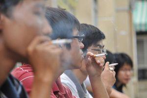 Không dung túng hành vi hút thuốc nơi công cộng