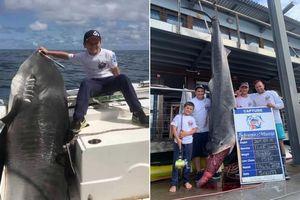 Bé trai 8 tuổi câu trúng cá mập hổ hơn 3 tạ