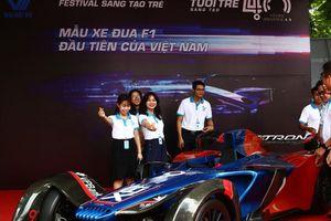 Độc đáo siêu xe F1 chạy bằng điện tại ĐH Hội LHTNT TP Hà Nội