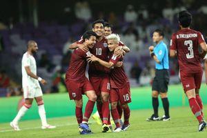 Thái Lan hạ UAE, tuyển Việt Nam lên ngôi nhì bảng