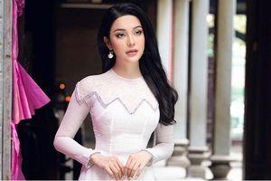 Lily Chen khoe vóc dáng thon thả khi diện áo dài thướt tha