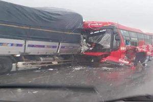 Nghệ An: Xảy ra hai vụ tai nạn giao thông khiến 2 người tử vong tại chỗ