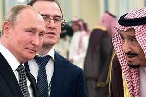 Khoảnh khắc món quà đặc biệt TT Nga tặng Quốc vương Ả Rập 'làm liều'