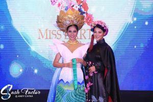 Hoàng Hạnh đạt huy chương đồng ở phần thi trang phục truyền thống tại cuộc thi Miss Earth