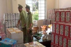 Ô tô chở trên nghìn thùng bánh kẹo lậu từ Trung Quốc