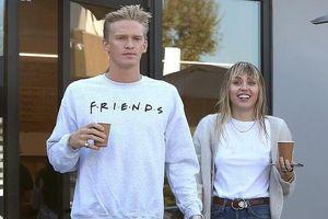 Miley Cyrus hào hứng đi chơi cùng bạn trai mới sau khi ly hôn chồng cũ
