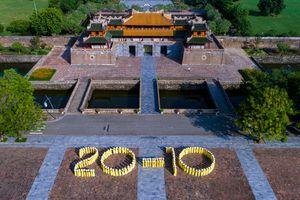 Vẻ đẹp của tà áo dài tung bay ở cố đô Huế