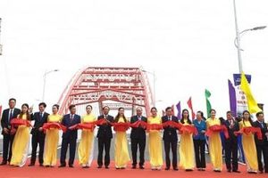Thủ tướng Nguyễn Xuân Phúc cắt băng thông xe cầu vòm nhịp lớn nhất Việt Nam
