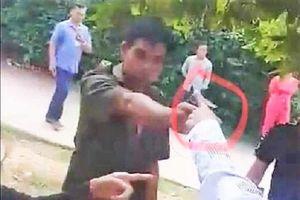 Phó trưởng công an xã rút súng đe dọa trong lúc giằng co với dân