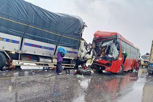 Xe tải đâm xe khách ở Nghệ An: Danh tính 9 nạn nhân nằm viện