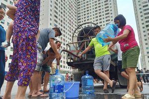 Nước sông Đà nhiễm dầu thải: Hà Nội cung cấp nước sạch miễn phí cho dân