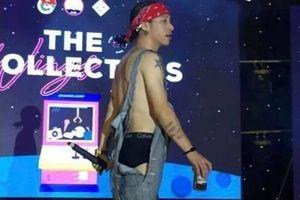 Rapper Mr.A gây tranh cãi vì mặc phản cảm trên sân khấu