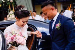 Cầu thủ đã lấy vợ, sau trận đấu luôn cảm ơn hậu phương đầu tiên