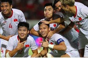 Tuyển Việt Nam tiếp tục tăng 1 bậc, nhảy vào nhóm đội đi tiếp
