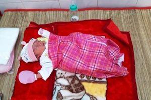 Vĩnh Long: Bé gái sơ sinh bị bỏ rơi trước cổng chùa