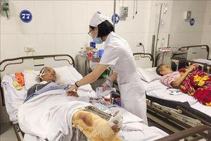 Vụ xe tải đấu đầu xe khách ở Nghệ An: Chuyển 3 nạn nhân nặng ra Bệnh viện Việt Đức