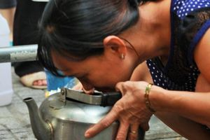 Hà Nội: Người dân từ chối nước cấp miễn phí vừa đục vừa tanh