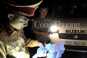 'Nóng' chặn hàng lậu qua Trạm Kiểm soát liên hợp Dốc Quýt