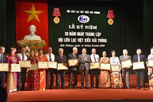 16 bằng khen tặng Hội Liên lạc Việt kiều Hải Phòng vì những đóng góp cho thành phố hoa phượng