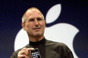 Caviar ra mắt iPhone 11 chế tác từ áo 'cổ rùa' huyền thoại của Steve Jobs