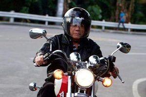 Tổng thống Philippines bị chấn thương vì ngã xe máy phân khối lớn