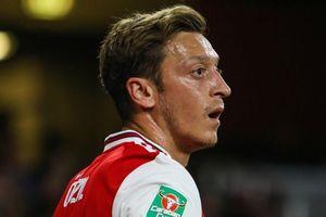 Oezil cố đấm ăn xôi ở Arsenal