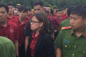 Nữ 'người hùng' Alibaba: Đập luôn xe cẩu này cho chị!