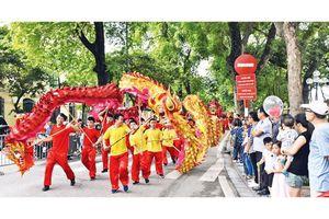 Phố đi bộ - Thương hiệu văn hóa của Thủ đô
