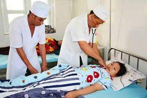 Quân y Sư đoàn 2 giúp dân trị dịch sốt xuất huyết