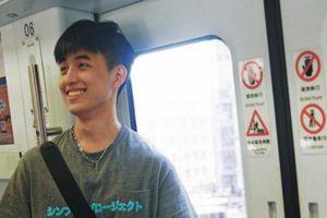 Bị chụp lén trên tàu điện ngầm, chàng trai bất ngờ nổi tiếng vì lý do này....