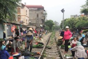 Hà Nội: Tồn tại 51 chợ cóc, chợ tạm cần giải tỏa triệt để